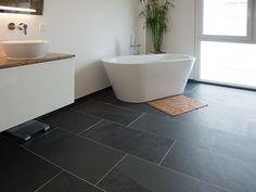 Freistehende Badewanne auf modernem Schieferboden! – stonenaturelle