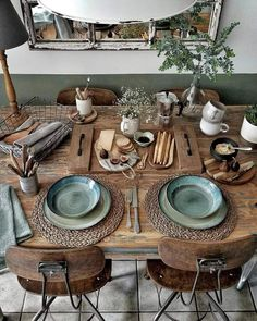 Chic decor diy - Rustic casual dining and loads of texture on this natural wood table Green plates coordinate with the green accent paint on the walls Farmhouse Dining Dining Room Design, Interior Design Living Room, Living Room Decor, Interior Livingroom, Decor Room, Living Area, Decoration Design, Decoration Table, Home Furniture