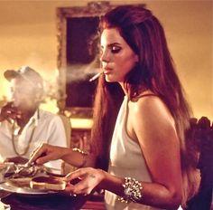 "The ""Gangster Nancy Sinatra"" Style of Lana Del Rey"