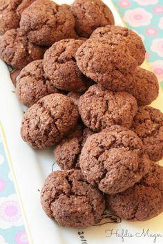 Sykurlausar uppskriftir: Súkkulaðikökur Low Carb Chocolate, Chocolate Cookies, Low Carb Recipes, Real Food Recipes, Carb Nite, Lchf, Keto, Get Healthy, Almond