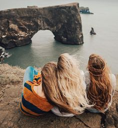Pretty views and windy hair the colors from left to right: Brown Sugar - Barefoot Blonde - Autumn : BFBHairEverywhere Best Friend Goals, My Best Friend, Three Best Friends, Photo Bretagne, Barefoot Blonde, Bff Pictures, Bff Pics, Best Friend Pictures, Friend Pics