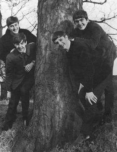 John Lennon, Paul McCartney, Richard Starkey, and George Harrison George Harrison, Stuart Sutcliffe, Beatles Photos, Beatles Songs, Ringo Starr, Paul Mccartney, John Lennon, Great Bands, Cool Bands