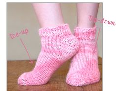 Free Pattern: Bulky Weight Socks - Toe-Up/Top Down Bulky weight socks toe up and top down - I love all things bulky. You can't beat the instant gratification and Liat is m. Magic Loop Knitting, Free Knitting, Knitting Socks, Knitting Patterns, Crochet Socks, Knitted Slippers, Knit Crochet, Knit Socks, Socks And Heels