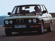 BMW 5-Series (E28)   by Auto Clasico