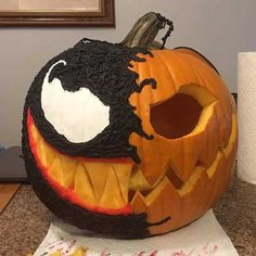this might be one of the coolest pumpkins I've seen : pics Scary Pumpkin Carving, Halloween Pumpkin Carving Stencils, Halloween Pumpkin Designs, Pumpkin Carving Contest, Amazing Pumpkin Carving, Pumpkin Art, Diy Halloween Decorations, Halloween Ghosts, Pumpkin Ideas