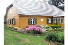 Dzejnieks priecātos par rozēm :: Bauskasdzive.lv Shed, Outdoor Structures, Lean To Shed, Backyard Sheds, Coops, Barn, Tool Storage, Sheds