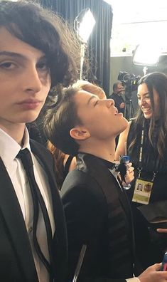 Finn Wolfhard & Noah Schnapp at Golden Globes 2018