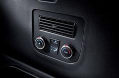 Ogrzewanie/klimatyzacja w trzecim rzędzie  Pasażerowie zajmujący miejsca w trzecim rzędzie również mogą ustawić preferowaną temperaturę, wykorzystując dedykowany układ klimatyzacji i ogrzewania.