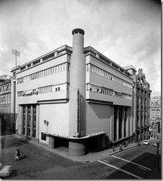 Art Deco Buildings, Made In Heaven, Lisbon Portugal, City Lights, Bauhaus, Portuguese, Architecture Design, Cool Pictures, Street View
