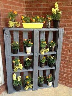Plant Stands Pallet plant stand - Jardin Vertical Fachada - Z Vertical Pallet Garden, Vertical Gardens, Pallet Gardening, Container Gardening, Vertical Bar, Palet Garden, Diy Gardening, Herb Garden Pallet, Vertical Planter