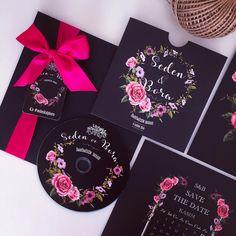 Dikkat!Hediye cd'lerimizin içinden aşk çıkabilir #adamavva #davetiye #davetiyetasarim #dugunhediyesi #nikahsekeri #lavantakesesi #dugunhikayesi #kisiyeozel #cddavetiye #weddinginvitation #weddingdetails #bruiloft #hochzeit