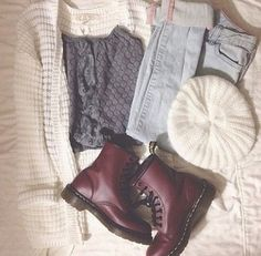 If this outfit would magically appear in my closet I would be extremely happy.