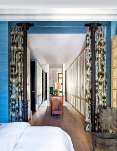 I get butterflies for interiors with a bold take on color. This home in Madrid, belonging to designer, Luis García Fraile has me droo. Luxury Furniture, Home Furniture, Feng Shui Your Life, Luxury Definition, Luxury Closet, Color Tile, Dog Houses, Architect Design, Elle Decor