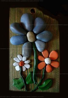 Cute little rock flowers Stone Crafts, Rock Crafts, Arts And Crafts, Diy Crafts, Caillou Roche, Rock Flowers, Art Flowers, Rock And Pebbles, Rock Design