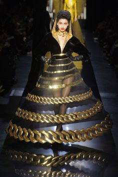 Only for a Masquerade party I will wear this. Sometimes you wonder what designers are thinking.  Jean Paul Gaultier Haute Couture Fall 2014