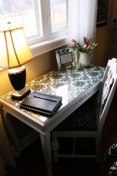 wall paper under glass, don't glue it down so you can change it....need this on black desk downstairs! Casa Ideal, Desk Redo, Desk Makeover, Furniture Makeover, Furniture Projects, Home Projects, Diy Furniture, Office Decor, Writing Plan