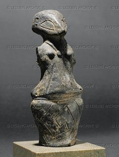 NEOLITHIC SCULPTURE 10TH-5TH MILL.BCE    Female figure. Terracotta From Medvednjak, Serbia. Vinca Culture, Neolithic (5th mill. BCE). Height 15 cm  Narodni Muzej, Belgrade, Yugoslavia