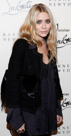 OLSENS ANONYMOUS ASHLEY OLSEN BLOG TWEED BOUCLE JACKET SATIN BLOUSE FUR BEADED TASSEL FRING SHOULDER CHAIN BAG RED STONE RING RINGS BEAUTY HAIR WAVES WAVY BARNEYS CHRISTIAN LOUBOUTIN EVENT PARTY