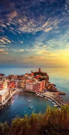 #Manarola #Sunset, #Italy http://en.directrooms.com/hotels/country/2-31/