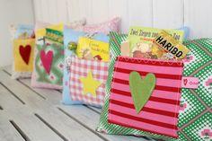 Wenn sich meine Kinder weh getan haben,    ♥ haben immer sofort geholfen ♥   Kuscheln,ein Pflaster,etwas Süßes und vorlesen     Mit diesem Kissen h...