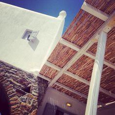 Instatrip nach Mykonos – Flashpacking in Griechenland Design Hotel, San Giorgio Mykonos, Louvre, Trolley, Layout, Cabin, House Styles, Building, Travel