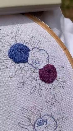 Stem Stitch Roses🌸💜 - Such beautiful embroidery roses! By: Such beautiful embroidery roses! Floral Embroidery Patterns, Hand Embroidery Videos, Embroidery Stitches Tutorial, Simple Embroidery, Learn Embroidery, Hand Embroidery Stitches, Hand Embroidery Designs, Embroidery Techniques, Machine Embroidery