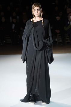 Yohji Yamamoto Fall 2015 Ready-to-Wear - Collection - Gallery - Style.com #black #fashion #runway