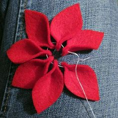 Most up-to-date Pic Crochet crafts searching Thoughts Jacabean Designs: Felt Flower Tutorial Felt Crafts, Holiday Crafts, Fabric Crafts, Sewing Crafts, Sewing Projects, Diy Crafts, Felt Christmas Ornaments, Christmas Poinsettia, Felt Flowers