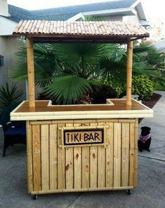 Pallet Furniture personalized wooden pallet outdoor bar with shelter - For a big boost to your creativity, these 50 DIY pallet ideas and projects would really work rock, the new additions will definitely amaze all your senses! Wooden Pallet Bar, Outdoor Pallet Bar, Wooden Pallet Projects, Wooden Pallet Furniture, Pallet Crafts, Wooden Decor, Pallet Ideas, Wooden Diy, Bar Furniture