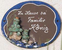 """Keramik Türschild """"Froschkönig"""", wetterfestes Namensschild - Die beiden Frösche empfangen freundlich ihre Gäste."""