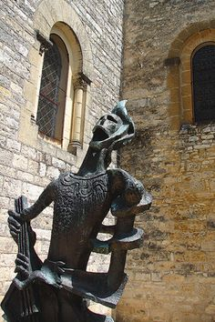 Art mystical Zadkine    The heart of Causses inspires artists. Come to the village of Arques where lived for thirty years the Russian-born French sculptor Ossip Zadkine.