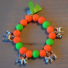 Armbandje neon oranje/neon groen met hondjes | Welkom op Mirries.nl