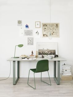 Gorgeously green workspace: Leaf table lamp by Broberg & Ridderstråle, 70/70 table by TAF Architects on Inreda.ie, Visu chair by  Mika Tolvanen.