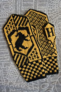 Hufflepuff mittens by Ompabop