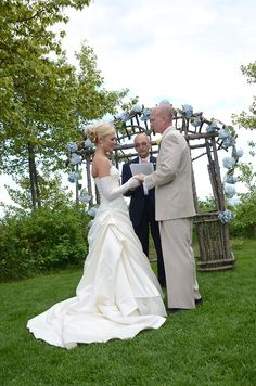 Blue is great contrast with the green! #LutsenResort #Weddings