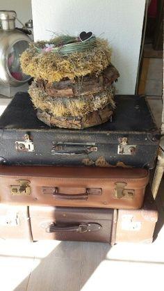 Oude koffers op elkaar