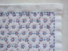 刺し子の布巾(花亀甲/青×明るい紫)