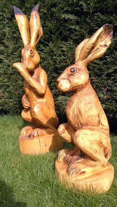 Chainsaw Sculpture Galleries | A pair of hare carvings