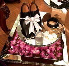 Super wedding gifts box grooms ideas Super wedding gifts box grooms ideas Source by You can find. Wedding Gift Hampers, Diy Wedding Gifts, Wedding Gift Wrapping, Wedding Gift Boxes, Unique Wedding Favors, Wedding Crafts, Wedding Baskets, Trendy Wedding, Wedding Decorations