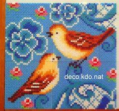 DECO.KDO.NAT: Perles hama: tableau oiseaux fond bleu