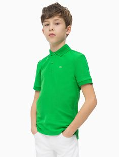 versatile and smart, this classic polo is ready for adventure. the soft, breathable piqué quality adds comfort to a year-round style staple. Polo Shirt Outfits, Green Polo Shirts, Boy Models, Pique Polo Shirt, Boys Jeans, Boy Hairstyles, Long Tops, Calvin Klein Jeans, Bird Feathers
