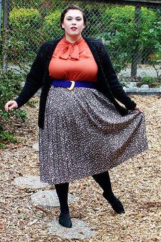1dea7bcf11b Plus Size - Vintage Animal Print Pleated Midi Skirt (Size 22)