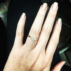 入手一顆超閃亮的經典美鑽 18K玫瑰金F-Vs1 0.51 CT  搭配兩顆15分小鑽 經典又大方 #brilliantia #GIA #diamonds #brilliant #sparking
