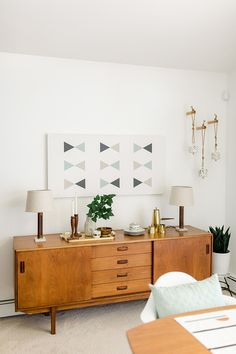 Retro Mid-Century Modern Home Tour We will continue to share the most beautiful and newest home deco Retro Home Decor, Mid Century Modern House, Modern House, House Interior, Home Interior Design, Interior Design, Modern Interior, Modern Decor, Living Decor