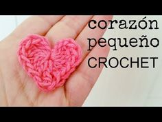 Quick and Easy Crochet Hearts, the result is pretty awesome. We have video tutorials How to crochet a tiny heart, mini heart and medium heart. Crochet Diy, Crochet Simple, Crochet Flower Tutorial, Learn To Crochet, Crochet Hooks, Basic Crochet Stitches, Crochet Basics, Crochet Patterns, Crochet Leaves
