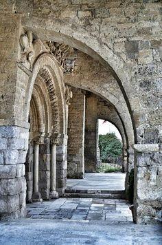 Romanesque Art, Romanesque Architecture, Sacred Architecture, Church Architecture, Beautiful Architecture, Beautiful Buildings, Castle Ruins, Medieval Castle, Medieval Art