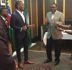 Didier Drogba meets Namibia president, Hage Giengob - http://www.thelivefeeds.com/didier-drogba-meets-namibia-president-hage-giengob/