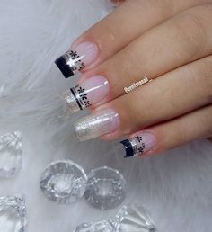A imagem pode conter: uma ou mais pessoas Pretty Nails, Fun Nails, Nail Art Stencils, Daisy Nails, Ballerina Nails, Foot Toe, Acrylic Nail Art, Winter Nails, Pedi