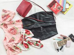 What's on your Summer Go-To List?  Here's some of the fabulous things I'll be rocking this summer.  7th Avenue Top & Trouser Set ✅ Books ✅ Sunglasses ✅ Jewellery ✅ Sling Bag ✅ A perfect summer face ✅  Visit the blog to read up what's on my Summer Yay list.   www.kharyna7thavenue.com