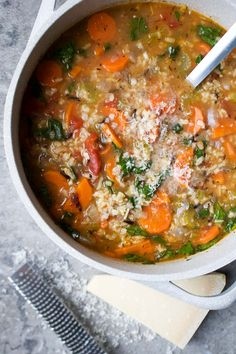 Packed full of colour, fibre and fresh vegetables, this Wild Rice & Vegetable Soup is a hearty one-pot meal that is vegetarian and gluten-free. Soup Recipes, Healthy Recipes, Muffin Recipes, Healthy Soups, Detox Recipes, Chili Recipes, Fall Recipes, Soup Store, Tapas